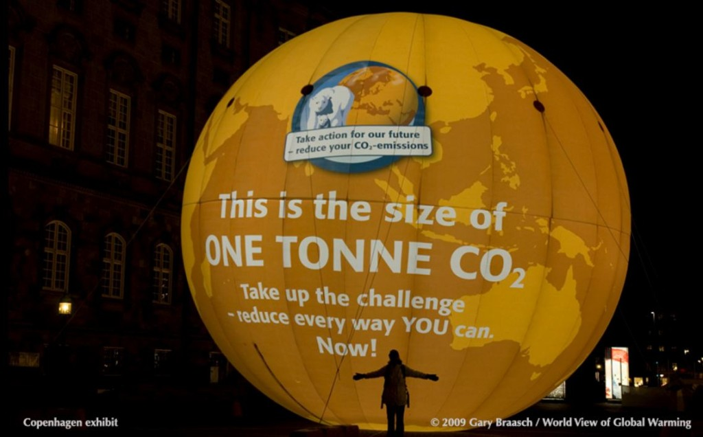 Photo of huge ballon the size of a tonne of CO2.